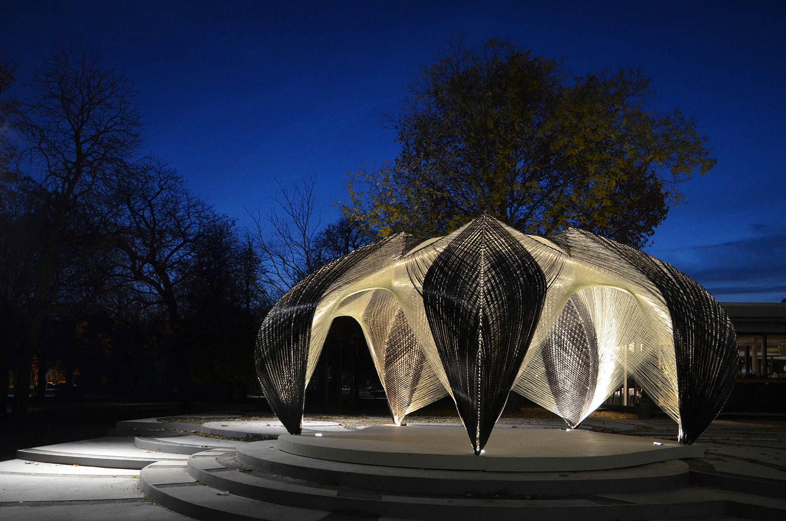 Research pavillion, entirely robotically fabricated from carbon and glass fibre (Foto: ICD/ITKE)